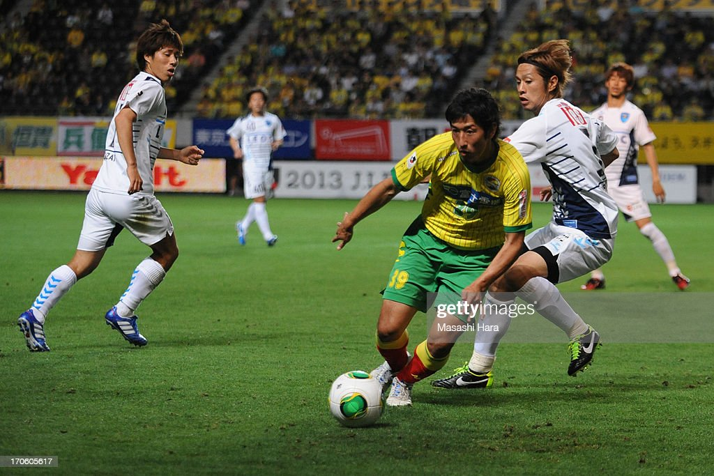 Tatsuya Yazawa #39 of JEF United Chiba in action during the J.League second division match between JEF United Chiba and Yokohama FC at Fukuda Denshi Arena on June 15, 2013 in Chiba, Japan.