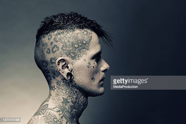 retrato do artista de tatuagem - punk - fotografias e filmes do acervo