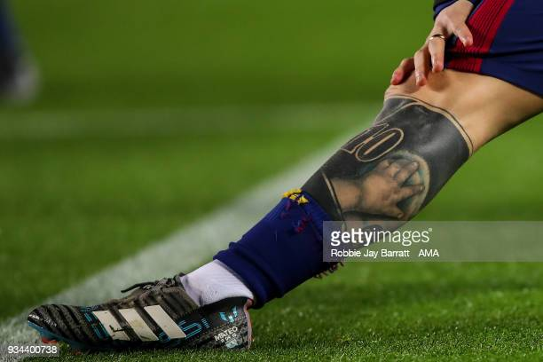 A tattoo on the leg of Lionel Messi of FC Barcelona is seen prior to the UEFA Champions League Round of 16 Second Leg match FC Barcelona and Chelsea...