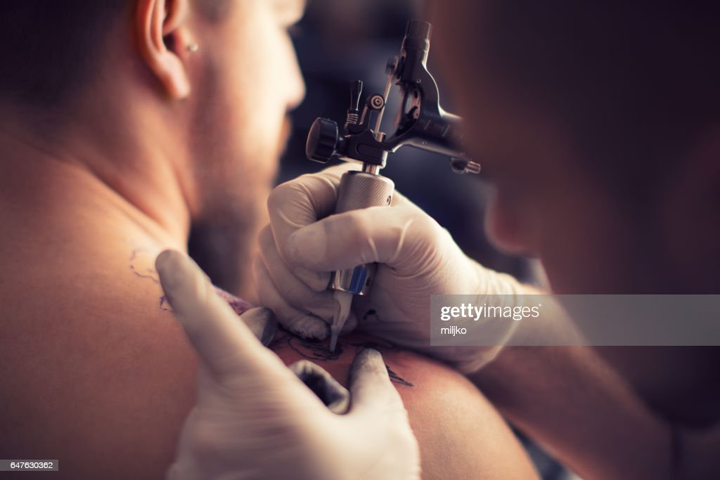 Tattooing in tattoo studio : Stock Photo