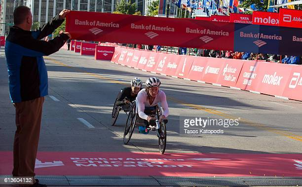 Tatyanna McFadden of the USA wins the women's wheelchair race at the Bank of America Chicago Marathon on October 9 2016 in Chicago Illinois