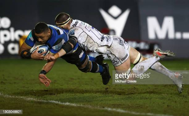 Taulupe Faletau of Bath goes over to score a try as Lewis Ludlow of Gloucester fails to stop him during the Gallagher Premiership Rugby match between...