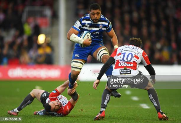Taulupe Faletau of Bath Rugby is tackled by Tom Marshall of Gloucester Rugby and Danny Cipriani of Gloucester Rugby during the Gallagher Premiership...