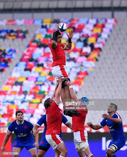 Taulupe Faletau of Wales wins the ball in the lineout during the Guinness Six Nations match between France and Wales at Stade de France on March 20,...