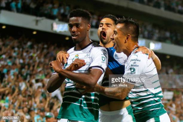 Tavares of Santos celebrates with teammates after scoring the first goal of his team during the Final first leg match between Santos Laguna and...