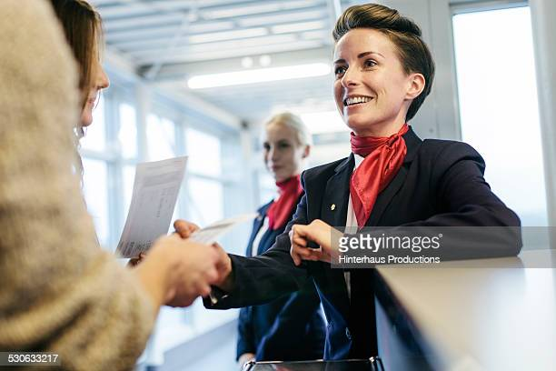 tavellers boarding at airline gate - crew stock pictures, royalty-free photos & images