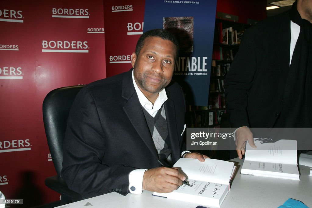 "Tavis Smiley Signs Copies of ""Accountable"" - March 2, 2009"