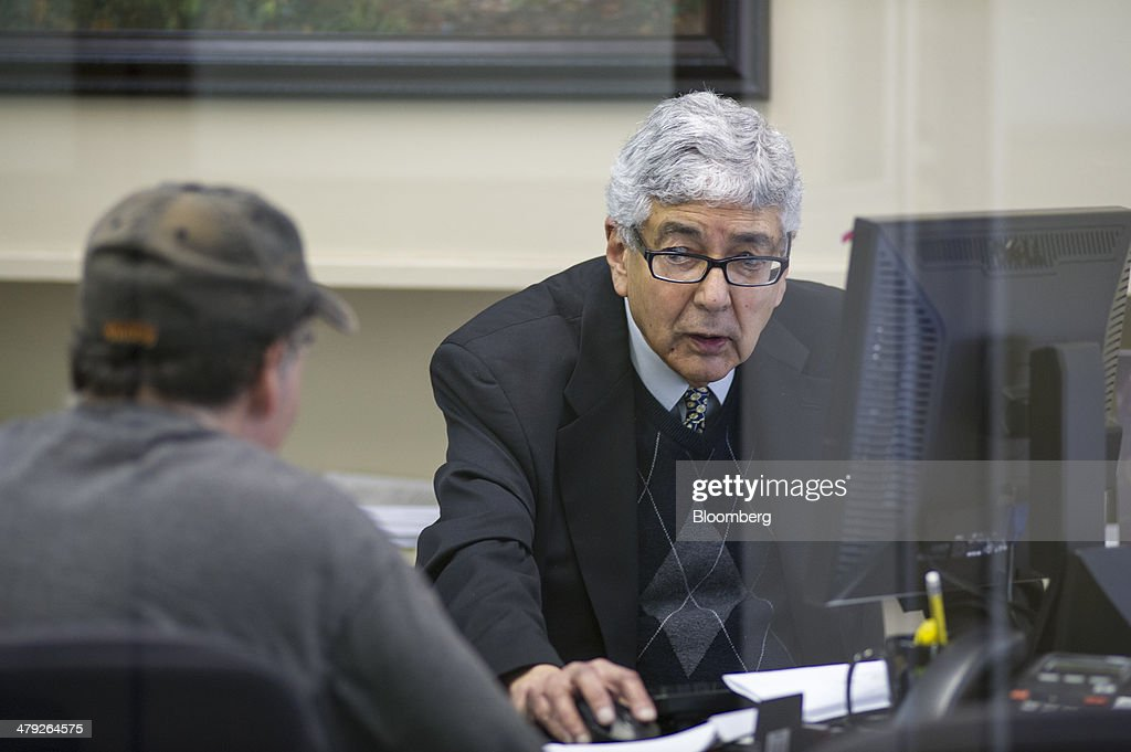 Inside H&R Block Ahead of April 15 Tax Preparation Dealine : News Photo
