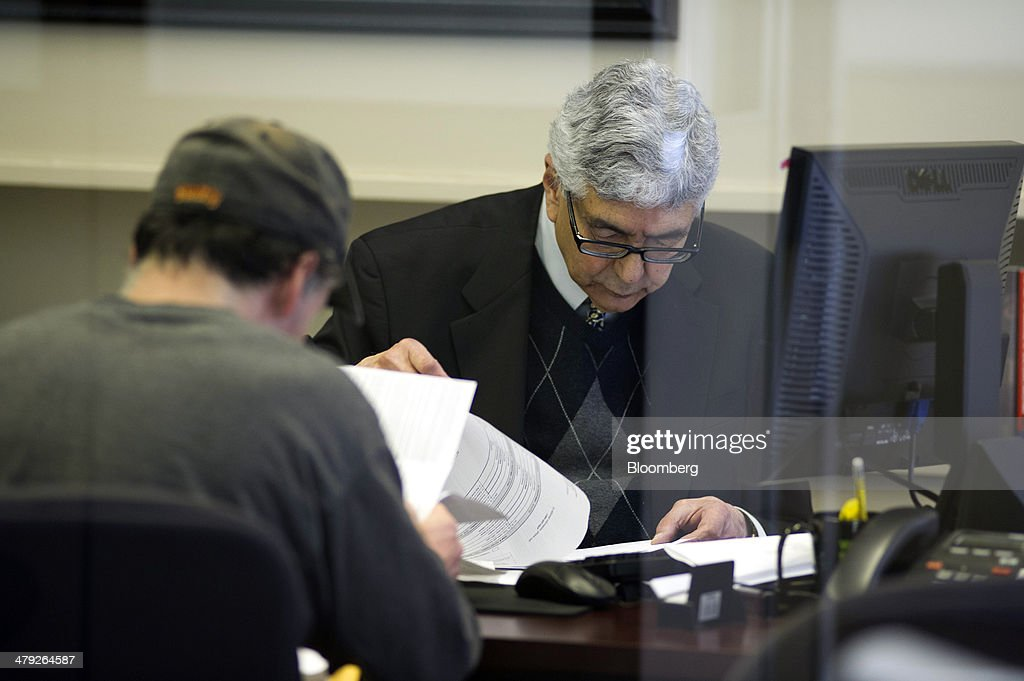 A tax advisor works with a customer at an H&R Block, Inc. office in San Francisco, California, U.S., on Friday, March 14, 2014. The deadline for filing 2013 U.S. taxes is April 15. Photographer: David Paul Morris/Bloomberg via Getty Images