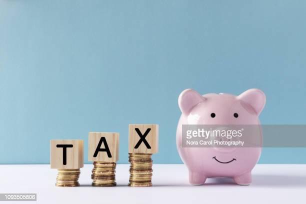 tax concept - ora legale foto e immagini stock