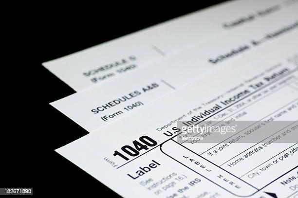 os formulários de impostos em preto - 1040 tax form - fotografias e filmes do acervo