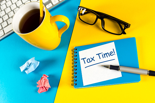 Tax time - Notification of the need to file tax returns, tax form at accauntant workplace 918310916