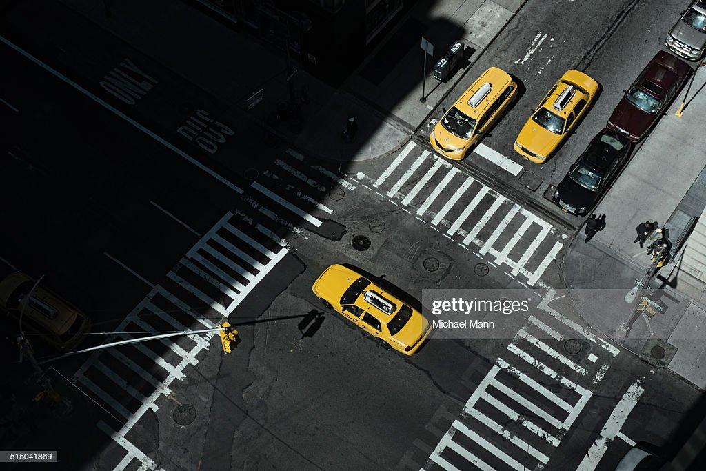 Taxi at crossing in Manhattan, New York, USA : Stock Photo