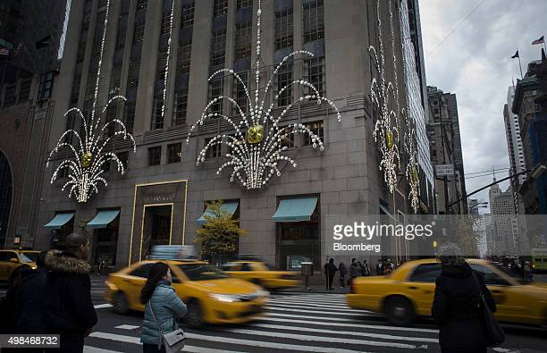 Taxi cabs drive past the Tiffany Co flagship store on 5th Avenue in New York US on Sunday Nov 22 2015 Tiffany Co is scheduled to report earnings...