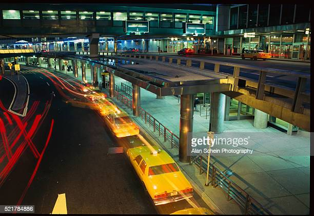 taxi cabs stationed at airport passenger drop off - flushing queens stock pictures, royalty-free photos & images
