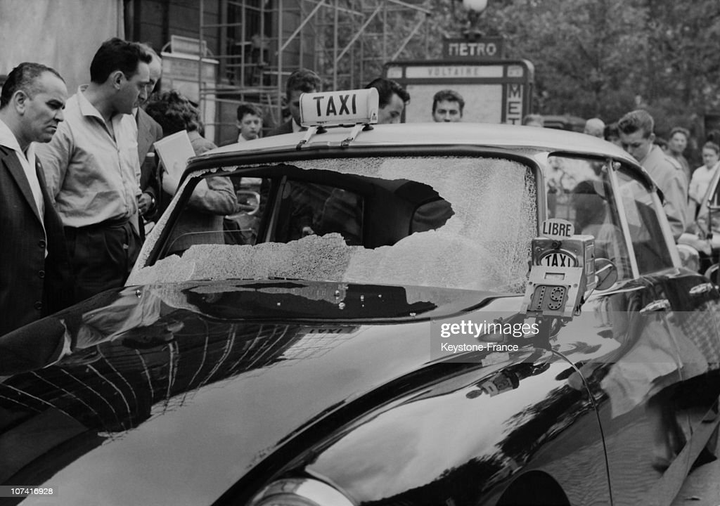 taxi driver attacked by north africans in paris on june 1960 photo d 39 actualit getty images. Black Bedroom Furniture Sets. Home Design Ideas
