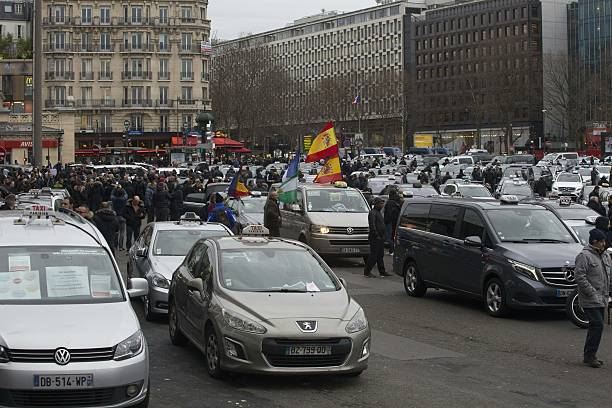 Taxi Drivers Demonstrate On Place De La POrte Maillot In - Taxi porte maillot