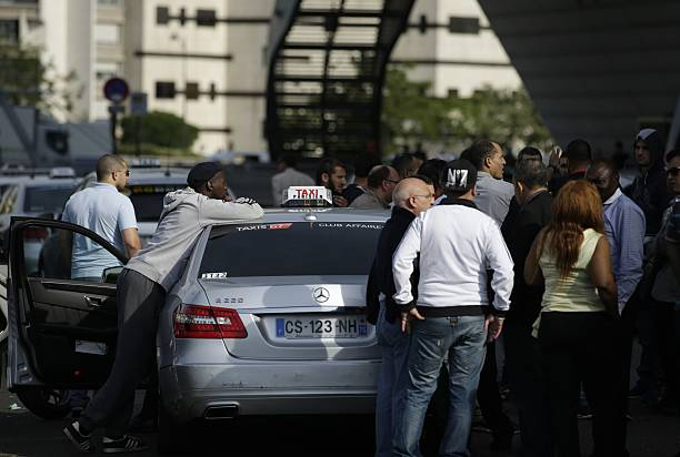 Taxi Drivers Gather During A Demonstrationblockade At The Porte - Taxi porte maillot