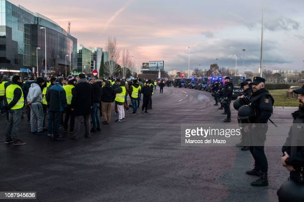 Taxi drivers protesting against transport services such as Uber and Cabify as tourism exhibition FITUR takes place in IFEMA. Taxi drivers are on...