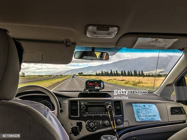 taxi driving on maui road, hawaii, usa - category:census-designated_places_in_honolulu_county,_hawaii stock pictures, royalty-free photos & images