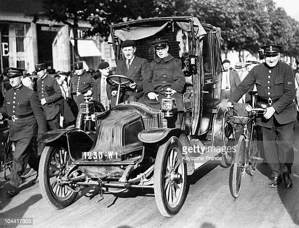 Taxi from the Battle of the Marne on the Champs Elysees towards the Arc de Triomphe on June 1935.