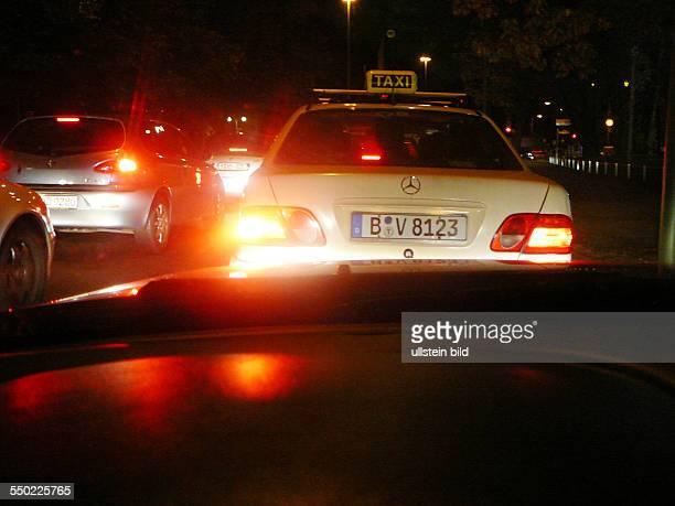 Taxi im nächtlichen Berlin