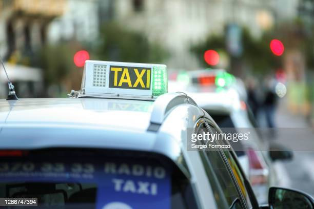 taxi in spain - valencia fotografías e imágenes de stock