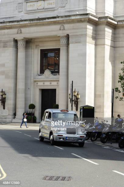 Taxi passes in front of the Freemasons' Hall