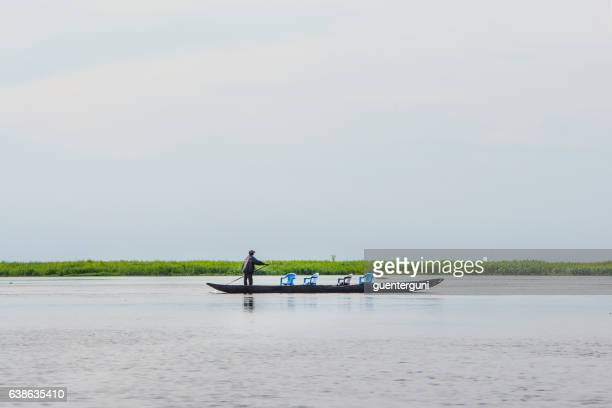 taxi pirouge at the congo river - kinshasa stock pictures, royalty-free photos & images