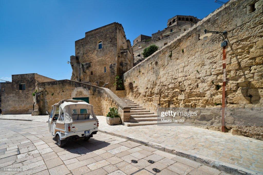 """Taxi Tour in Matera """"in via Madonna delle Virtù"""", Basilicata, Italy : Foto stock"""