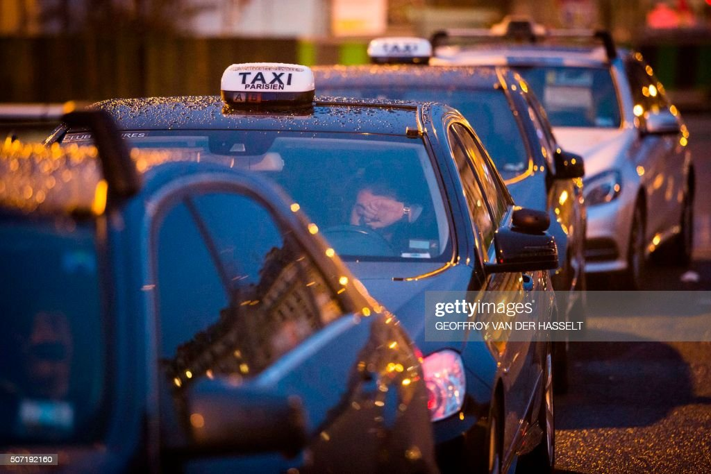 Taxicabs Line Up During A Protest At Porte Maillot In Paris Against - Taxi porte maillot