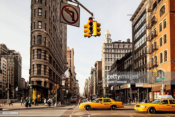 ny taxis in the flatiron district - new york city stock-fotos und bilder