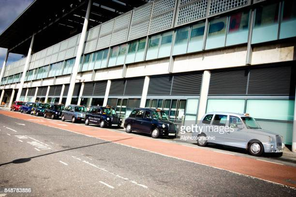 taxis parked outside a kings cross building - rank stock pictures, royalty-free photos & images