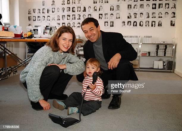 """Tayfun Bademsoy, Ehefrau Patricia Schäfer,;Tochter Aydan Laura, """"Agentur für;ausländische Schauspieler"""", Berlin, Deutschland, Europa,;Telefon,"""