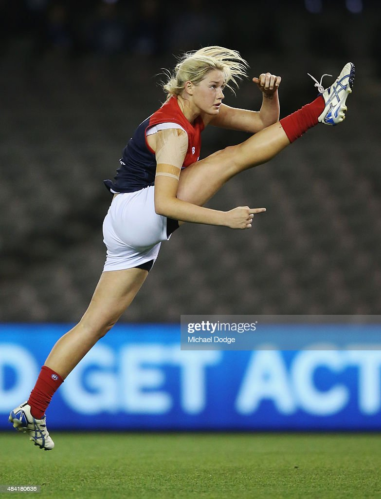 Women's AFL Exhibition Match - Western Bulldogs v Melbourne : News Photo