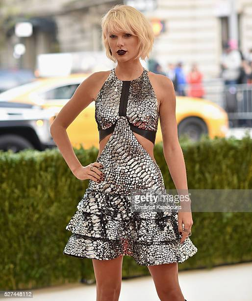 Taylo Swift attends the 'Manus x Machina: Fashion In An Age Of Technology' Costume Institute Gala at Metropolitan Museum of Art on May 2, 2016 in New...