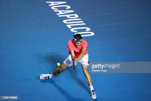 Taylor Fritz of USA returns the ball during the singles match between Taylor Fritz of USA and Kyle Edmund of Great Britain as part of the ATP Mexican...