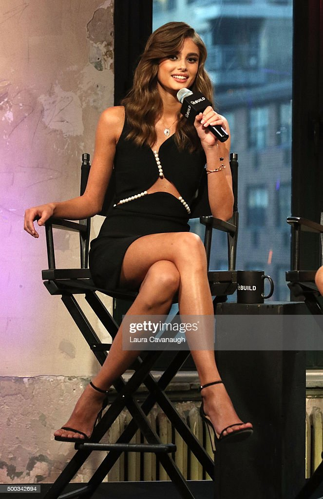 AOL BUILD Series: Victoria's Secret Angels Behati Prinsloo And Taylor Hill : ニュース写真