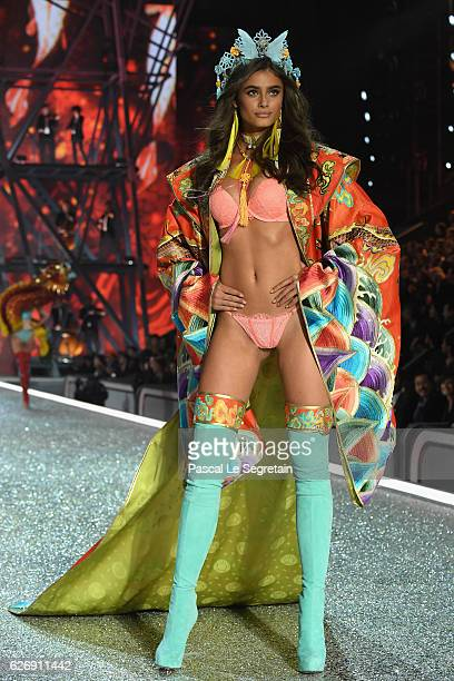 Taylor Hill walks the runway at the Victoria's Secret Fashion Show on November 30 2016 in Paris France