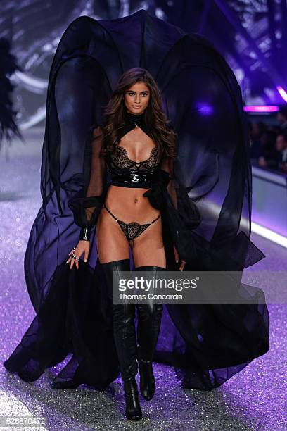 Taylor Hill walks the runway during the 2016 Victoria's Secret Fashion Show at the Grand Palais in Paris on November 30 2016 in Paris France