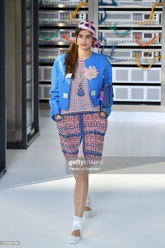 Taylor Hill walks the runway during the Chanel show as part of the Paris Fashion Week Womenswear Spring/Summer 2017 on October 4, 2016 in Paris, France.