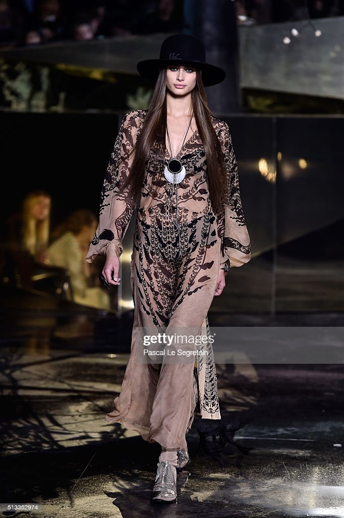 H&M : Runway - Paris Fashion Week Womenswear Fall/Winter 2016/2017