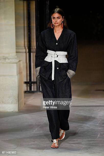 Taylor Hill walks the runway during the Isabel Marant show as part of the Paris Fashion Week Womenswear Spring/Summer 2017 on September 29 2016 in...