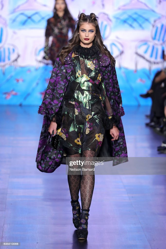 Anna Sui - Runway - February 2017 - New York Fashion Week: The Shows : News Photo