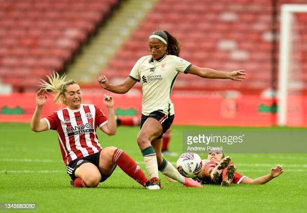 Taylor Hinds of Liverpool Women competing with Jess Clarke and Maddy Cusack of Sheffield United Women Women during the Barclays FA Women's...