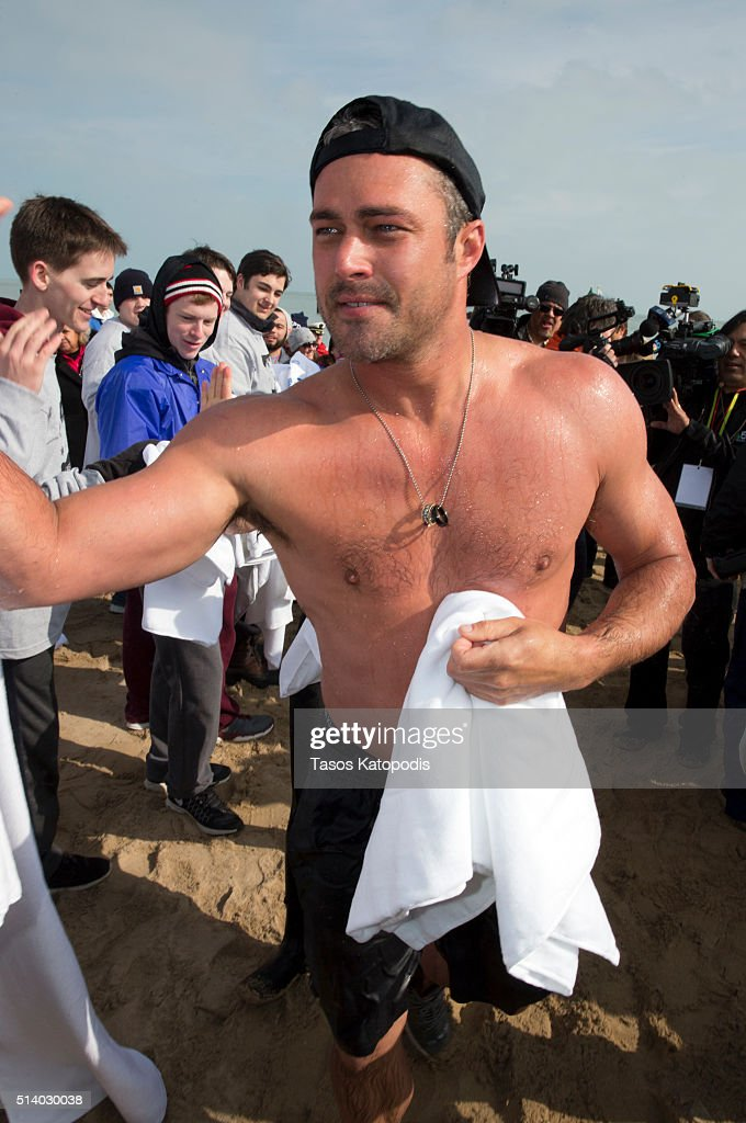 16th Annual Chicago Polar Plunge : News Photo