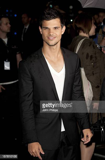 Taylor Lautner Arriving At The Premiere Of New Film Abduction At The Imax Cinema In London