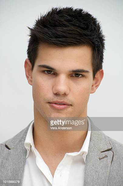 Taylor Lautner at The Twilight Saga New Moon press conference at Four Seasons Hotel on November 6 2009 in Beverly Hills California