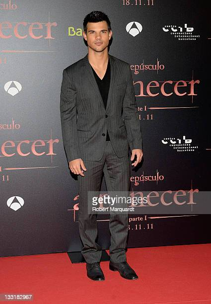 Taylor Lautner attends the 'Twilight Saga Breaking Dawn Part 1' movie premiere on November 17 2011 in Barcelona Spain
