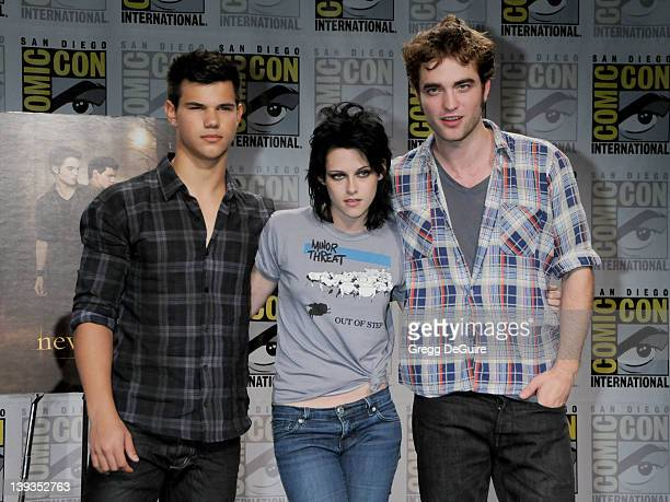 Taylor Lautner Kristen Stewart and Robert Pattinson arrive at the ComicCon International San Diego 2009 at the San Diego Convention Center in San...